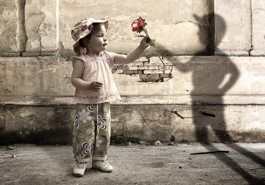 baby-girl-shadow-gift-rose-creative-photo-manipulation-art