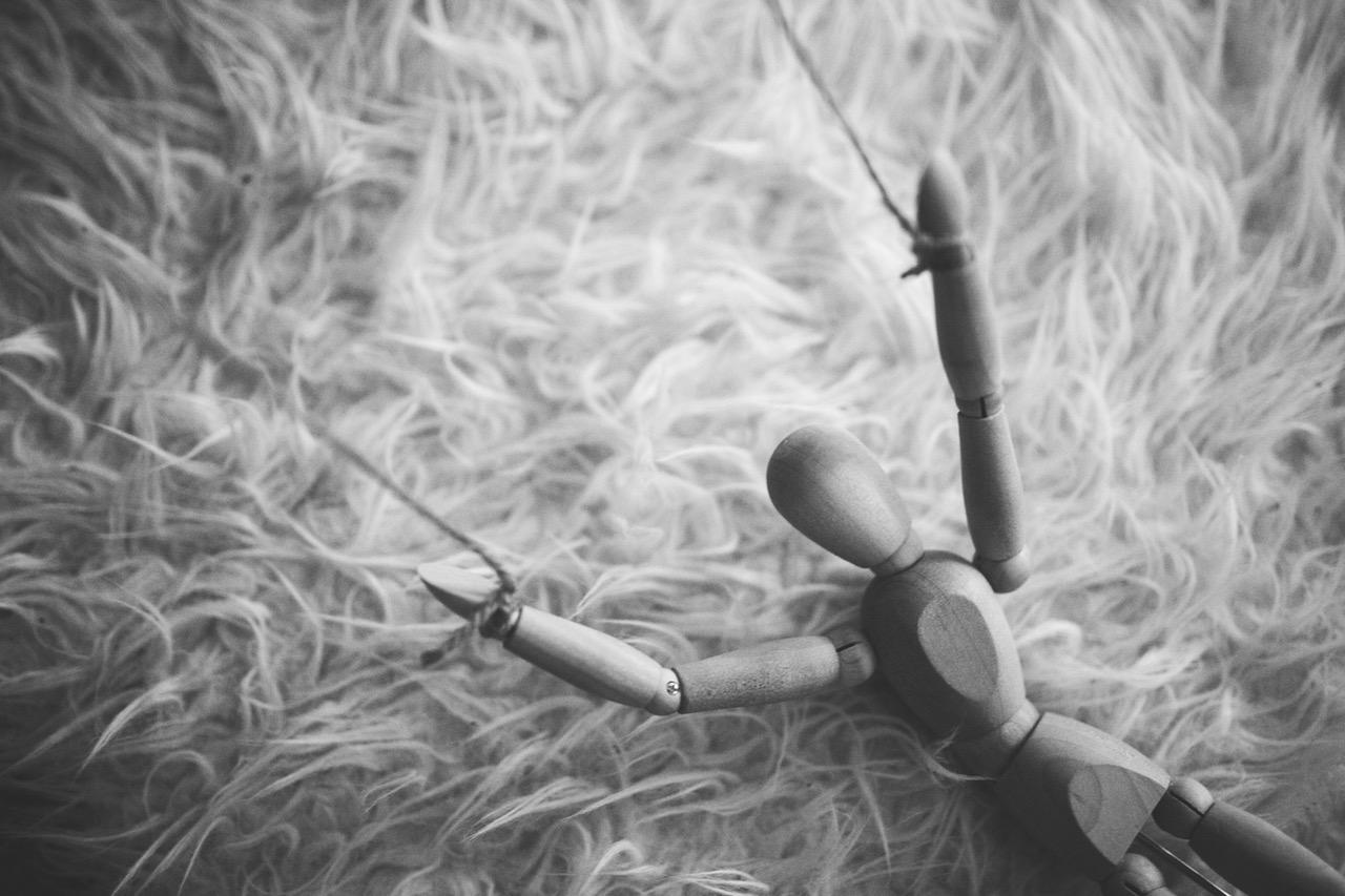 model-wooden-puppet